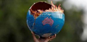 מפגינים למען שינוי במדיניות האקלים במומביי